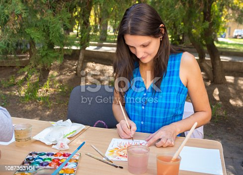 istock The teacher at the master class draws a drawing 1087353104