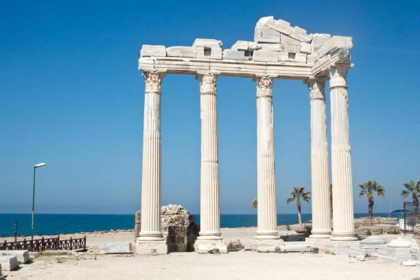 側、トルコのアポロン神殿 ストックフォト