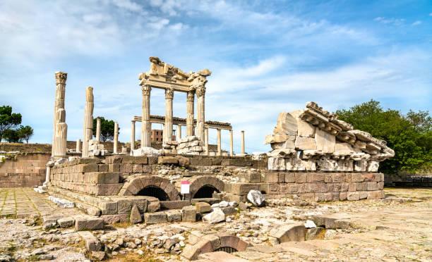 Der Tempel von Trajan in Pergamon, Türkei – Foto
