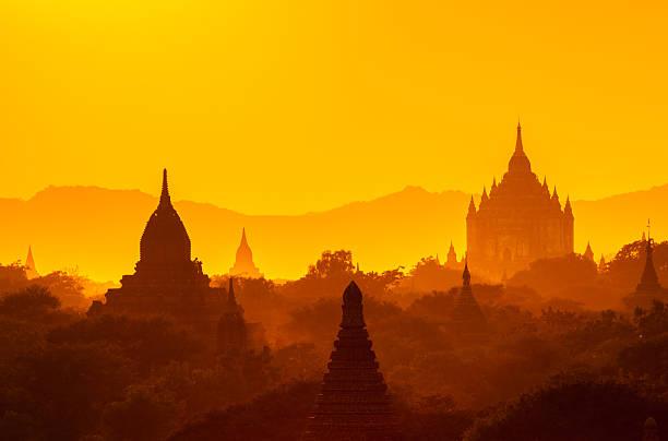 Die Tempel von Bagan bei Sonnenaufgang, Pagan, Myanmar – Foto