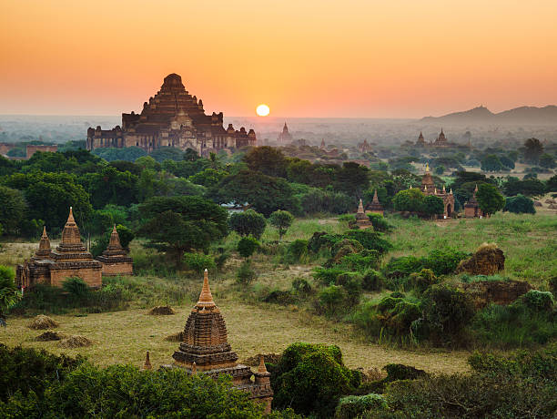 Die Tempel von bagan bei Sonnenaufgang, Myanmar, Mandalay – Foto