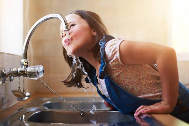 susuzluk gerçek - tap water stok fotoğraflar ve resimler