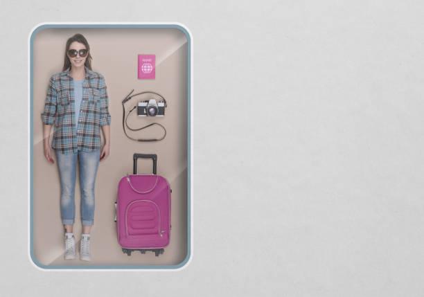 die touristischen realistische puppe - gepäck verpackung stock-fotos und bilder