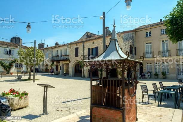 Der Altstädter Ring Ist Fast Leer An Einem Sonnigen Sommernachmittag Im Malerischen Tournon Dagenais Stockfoto und mehr Bilder von Alt