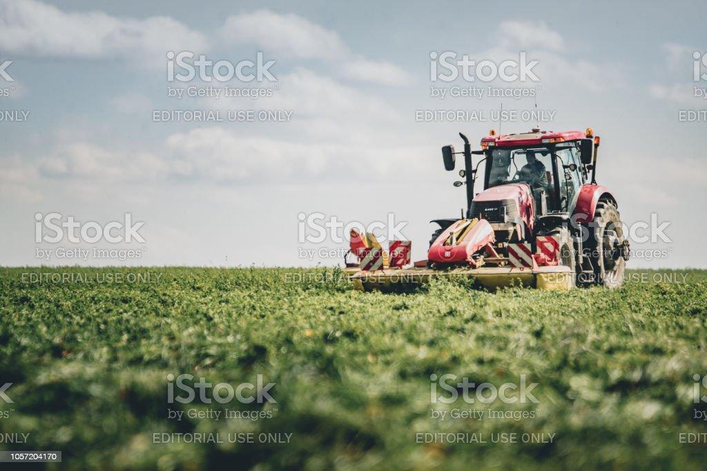 Le tracteur le de dans champs - Photo