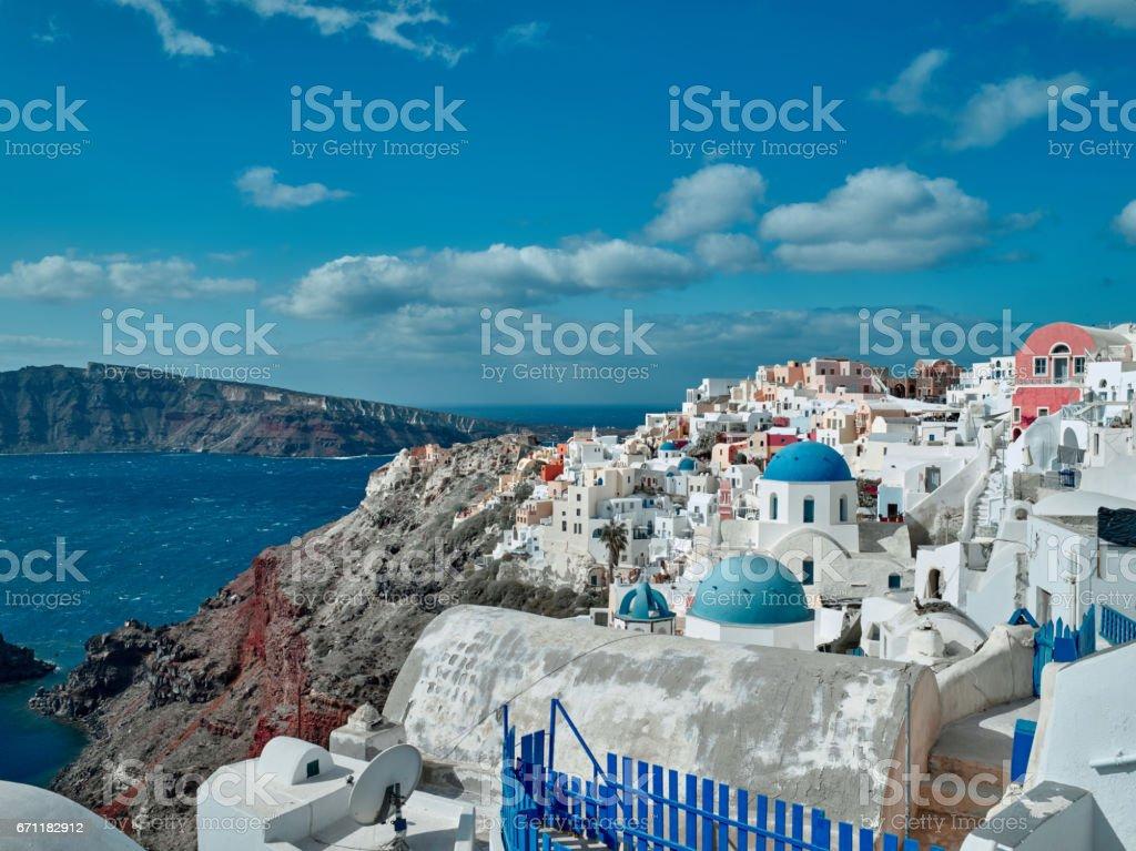 A igreja tradicional em Fira, Santorini, Grécia - foto de acervo