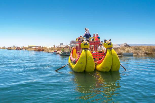 Das traditionelle Reed-Boot auf dem Titicacasee. – Foto
