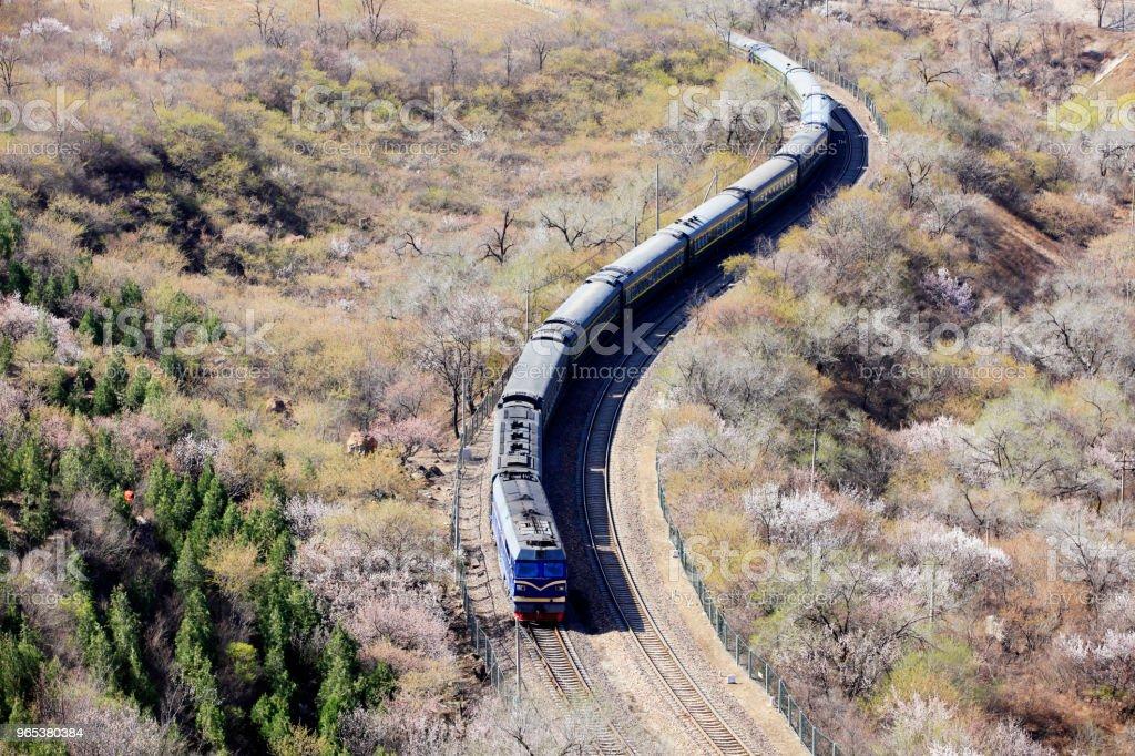 Le train en cours d'exécution - Photo de Abricot libre de droits