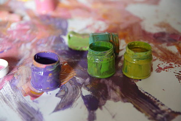 Der Dosen mit Farbe – Foto