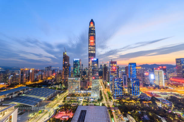 El horizonte crepuscular de Shenzhen - foto de stock