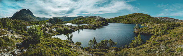 the twisted lakes, cradle mountain np, tasmania - cradle mountain stock photos and pictures