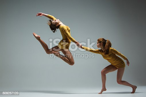 istock The two modern ballet dancers 509257120