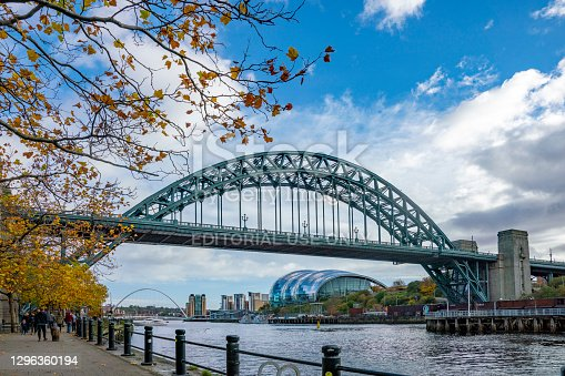 The Tyne Bridge in Autumn. In the background is the Sage Gateshead and in the distance Gateshead Millennium Bridge. Newcastle-upon-Tyne, Tyne and Wear, UK