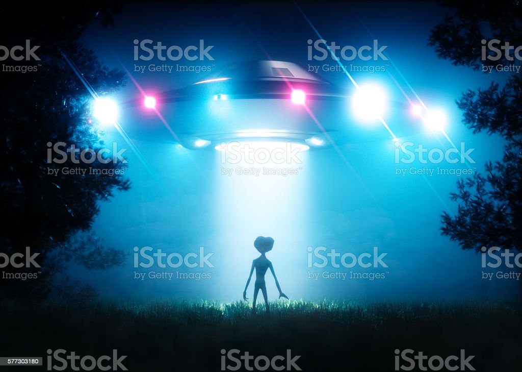 The ufo hovering over the alien visitor - foto de acervo