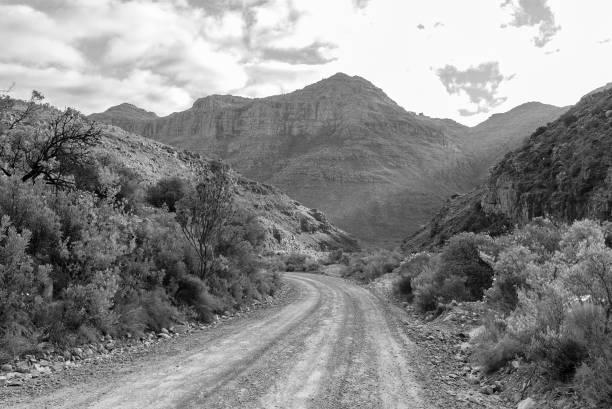 El paso de Uitkyk en las montañas de Cederberg. Monocromo - foto de stock