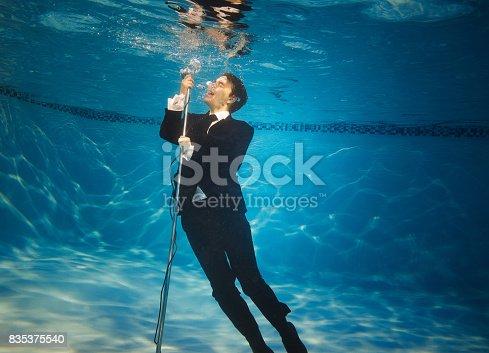 Jazz underwater singer