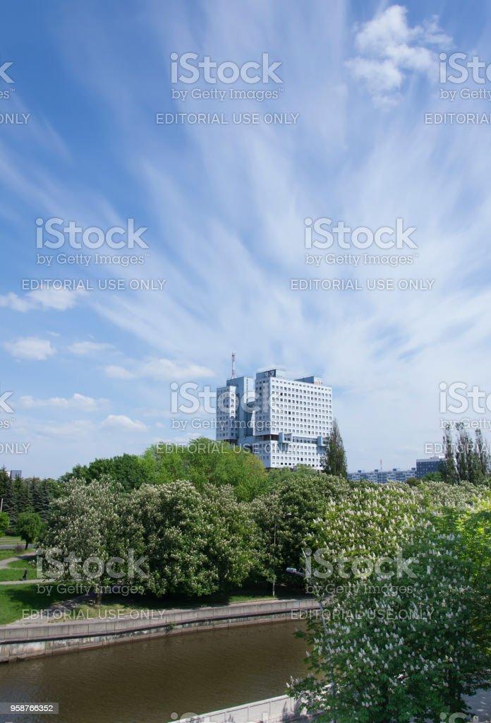 未完成の建物の家のソ連。中央広場のカリーニング ラード市に建物があります。 - からっぽのロイヤリティフリーストックフォト