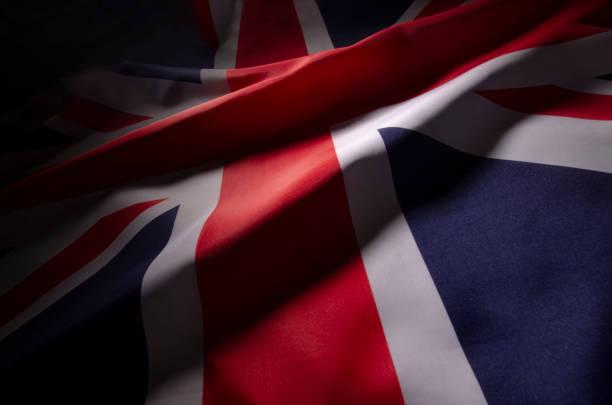그림자에 영국의 유니온 잭 플래그 - 영국 국기 뉴스 사진 이미지