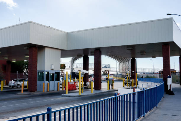 The United States And Mexico Border Crossing November 2018 The El Paso and Juarez customs and immigration entry and exits at the border geographical border stock pictures, royalty-free photos & images