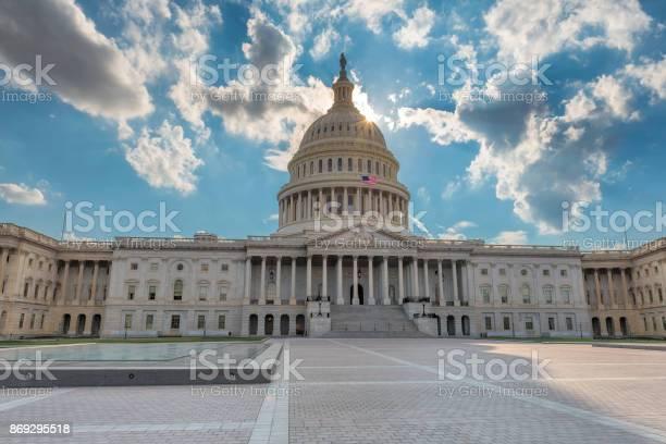 The united states capitol building at sunset picture id869295518?b=1&k=6&m=869295518&s=612x612&h=0ytwunp5ep8a9j1s gtvs 41w57c3gdr  zt6izuegq=