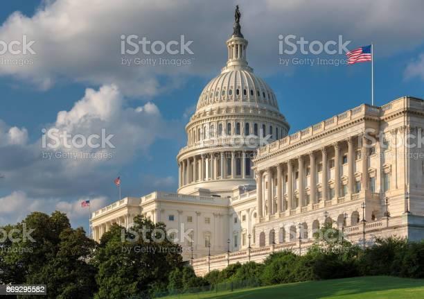 The united states capitol building picture id869295582?b=1&k=6&m=869295582&s=612x612&h=f 1rqmlq1eofk52ik9eeupp5kaxljeteknzdblywjlm=