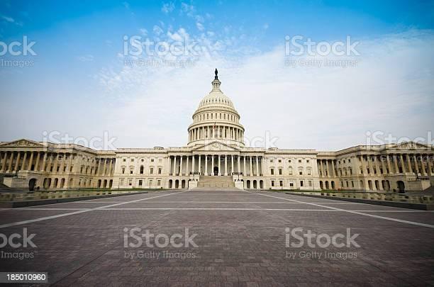 The united states capitol building washington dc picture id185010960?b=1&k=6&m=185010960&s=612x612&h=m3hmy4hxfrjhf3dd34erse5geizxgdfwsojlfdtm6ke=