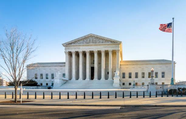 das united states supreme court gebäude - washington, d.c., usa - freistaat stock-fotos und bilder