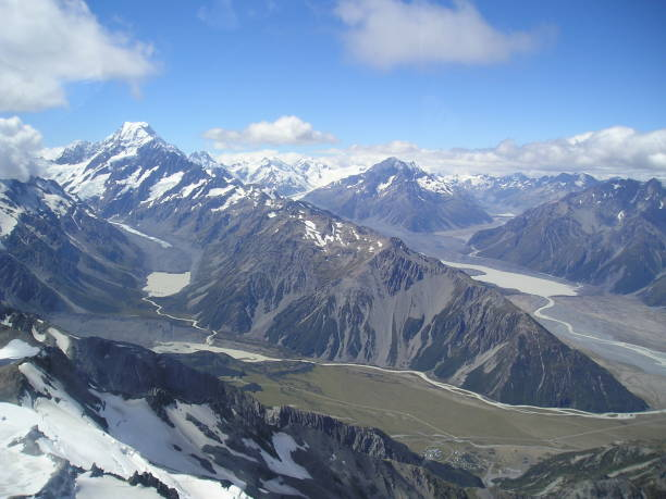 the valleys of mount cook - mcdermp stock pictures, royalty-free photos & images