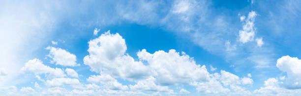 Die weiten blauen Himmel und Wolken Himmel. blauer Himmelshintergrund – Foto