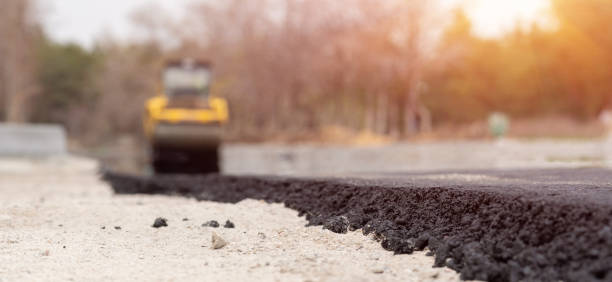 The vibratory roller levels the asphalt pavement