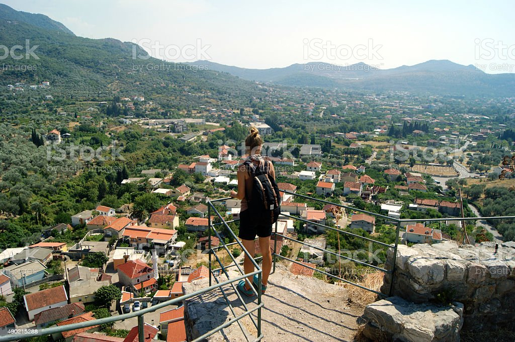 La vista del casco antiguo de Bar, Montenegro - foto de stock