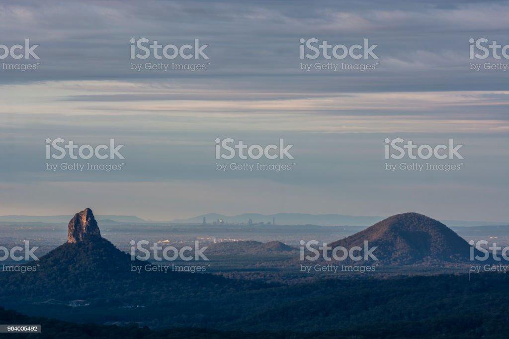 グラスハウス山脈メアリー ・ ケアーン クロス公園、クイーンズランド州、オーストラリアからのビュー - かすみのロイヤリティフリーストックフォト