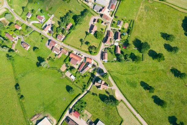 byn cuncy-les-varzy mitt på landsbygden - by bildbanksfoton och bilder
