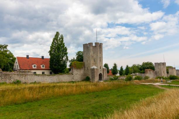 Die Stadtmauer von Visby auf der Schwedischen Insel Gotland. – Foto