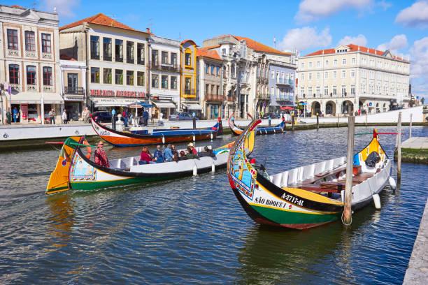 aveiro, portugal - march 21, 2017: the vouga river with traditio - aveiro imagens e fotografias de stock