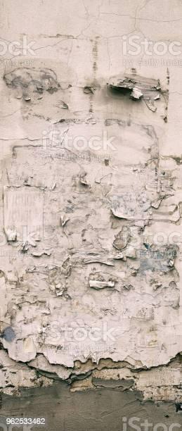 Foto de A Parede Da Velha Casa Rachaduras Na Superfície Plano De Fundo e mais fotos de stock de Abstrato