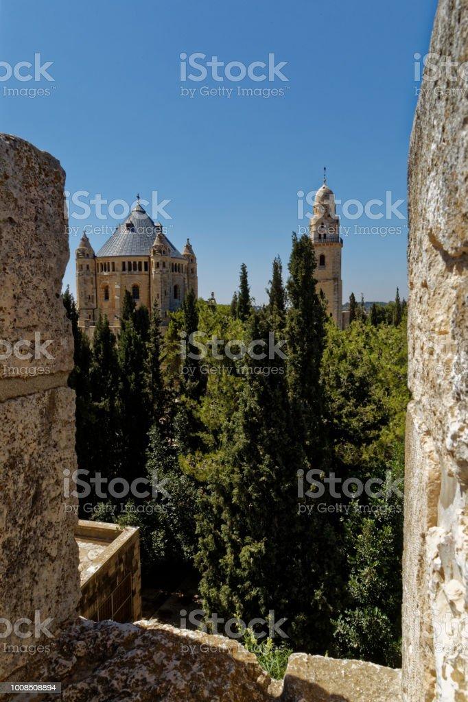 El paseo del muro de Jerusalén y la Abadía de la Dormición - foto de stock