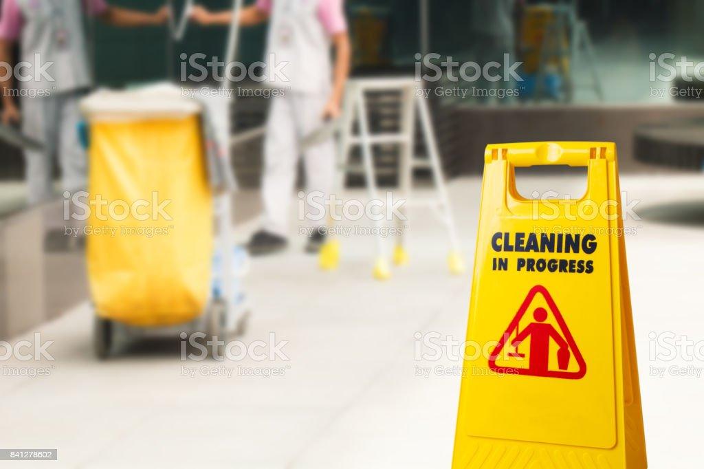 Die Warnzeichen Reinigung im Gange – Foto