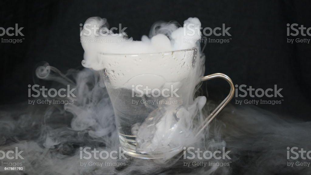 El agua que se convierte en frío - foto de stock