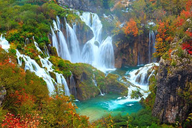 die wasserfälle der nationalpark plitvicer national park - nationalpark plitvicer seen stock-fotos und bilder
