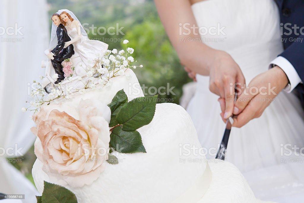 Die Aufteilung der Hochzeitstorte – Foto