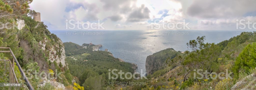 The west coast of the island Capri in spring, Italy - foto stock
