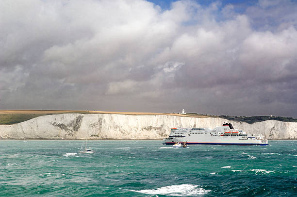 the white cliffs of dover in kent england - english channel stock pictures, royalty-free photos & images