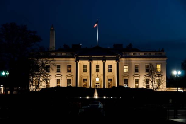 gece beyaz saray - white house stok fotoğraflar ve resimler