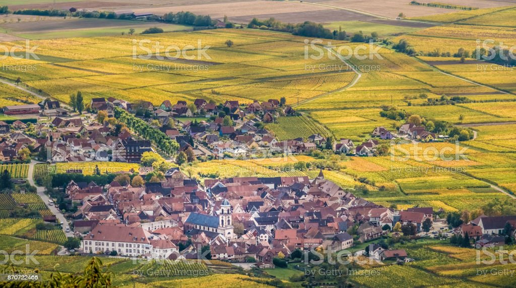 The wine-making village of Orschwiller, Bas-Rhin, Alsace, France,  just west of Sélestat. Perched on a rocky spuroverlooking the Upper Rhine Plain. stock photo