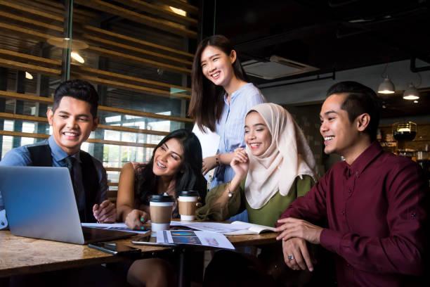 a estratégia de negócio vencedor que precisar é uma colaboração bem sucedida e produtiva - malásia - fotografias e filmes do acervo