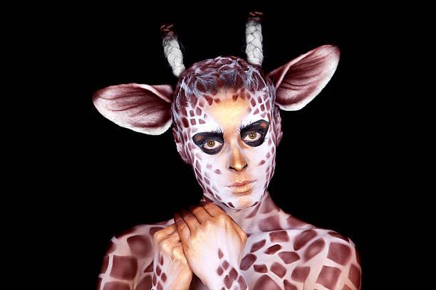 Die Frau in ein Bild der giraffe – Foto