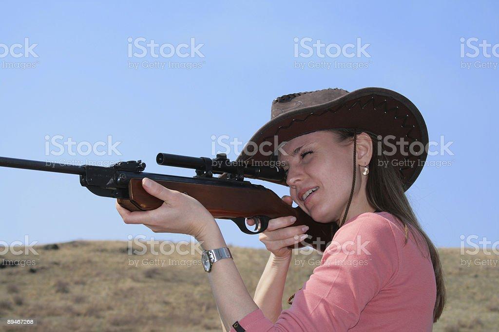 Die Frau mit Gewehr Lizenzfreies stock-foto
