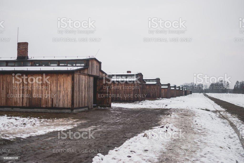 Die Holzhütten des KZ Auschwitz-Birkenau. – Foto