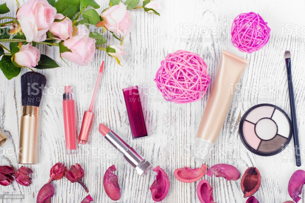The word 'beauty' cosmetic flowers - foto stock